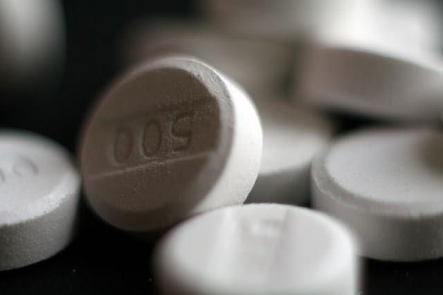 Paracetamol acetaminophen 500 mg pills.jpeg