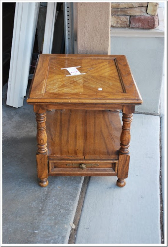 small side table and piano 002