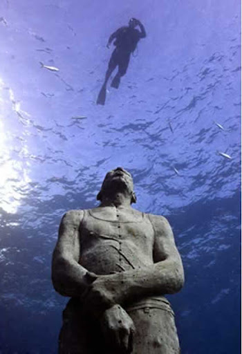 Wisata Patung Bawah Laut