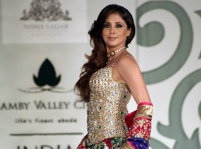 urmila matondkar rfor bridal fashion week hot photoshoot