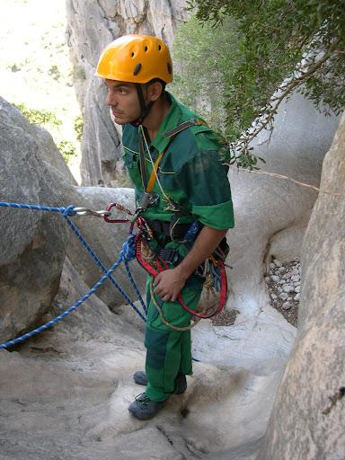 Rescatado con la punta de la cuerda de recuperar anclada.