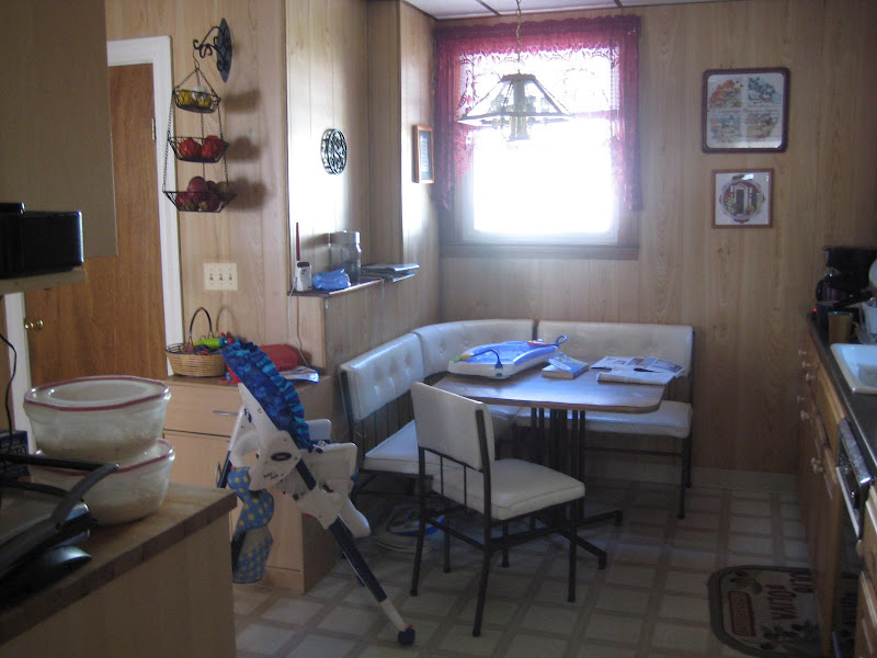 The kitchen table area