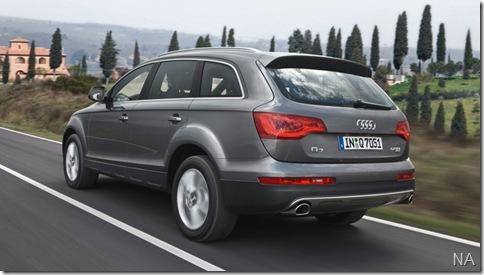 Audi-Q7_2010_800x600_wallpaper_1e