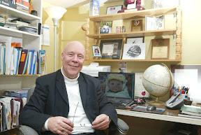 Yvon Dupuis dans son bureau