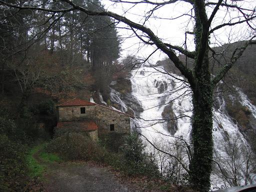 Cascada Melide