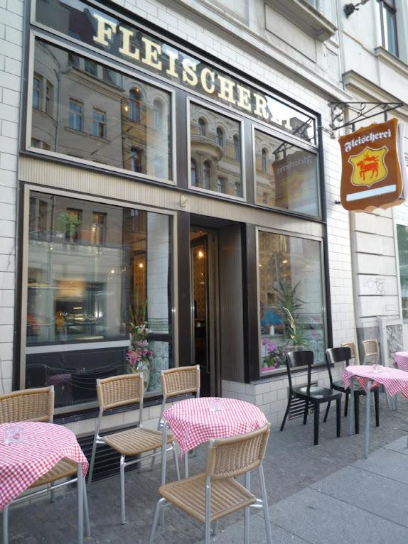 *改造中古世紀德國肉鋪的咖啡酒吧:Michael Grzesiak 保有原始彩繪磁磚! 9
