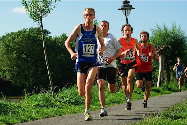 Dries Depoortere wint 21 juli stratenloop Roeselare 2012