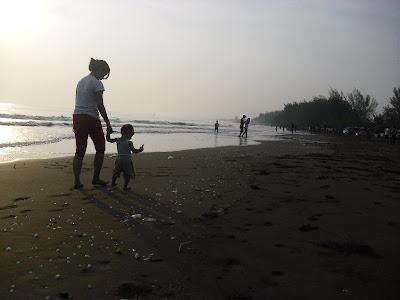 Jalan-jalan di Pantai Sigandu, mBatang