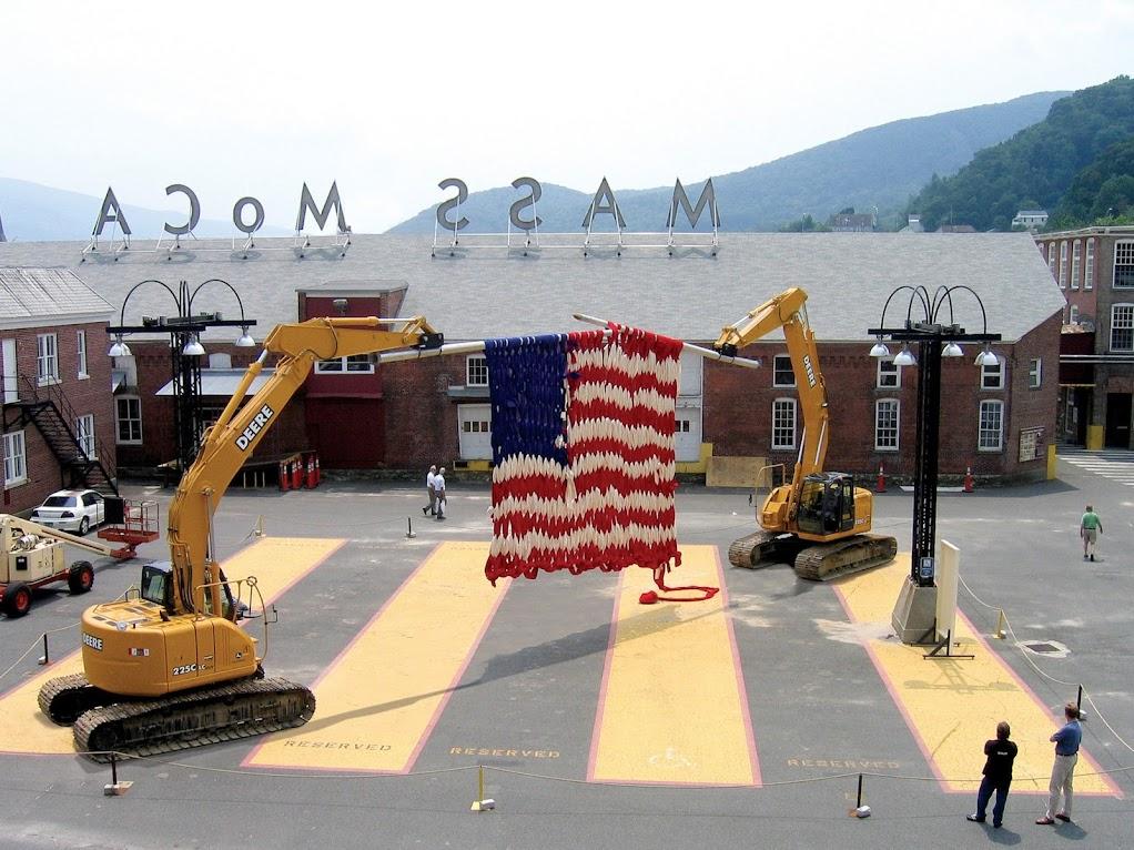 *挖土機的巨型針織:Dave Cole 鋼柔對撞藝術表現! 1