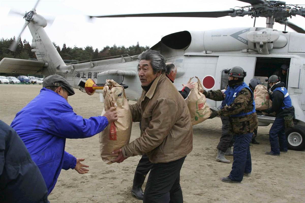 Iprepared Helping Each Other In Japan