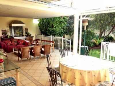 Outdoor-living-area-with-two-seating-areas