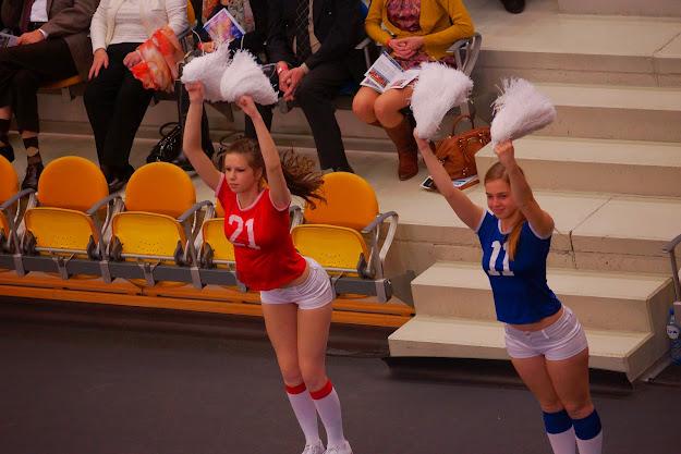 Knack cheerleaders