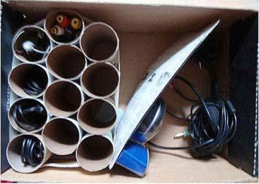 Cómo ordenar cables con rollos de papel.