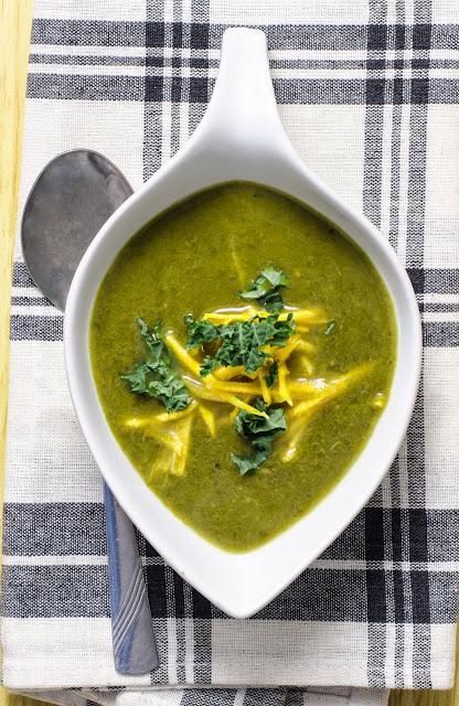 Supa de iarna cu kale, dovleac si lapte de cocos