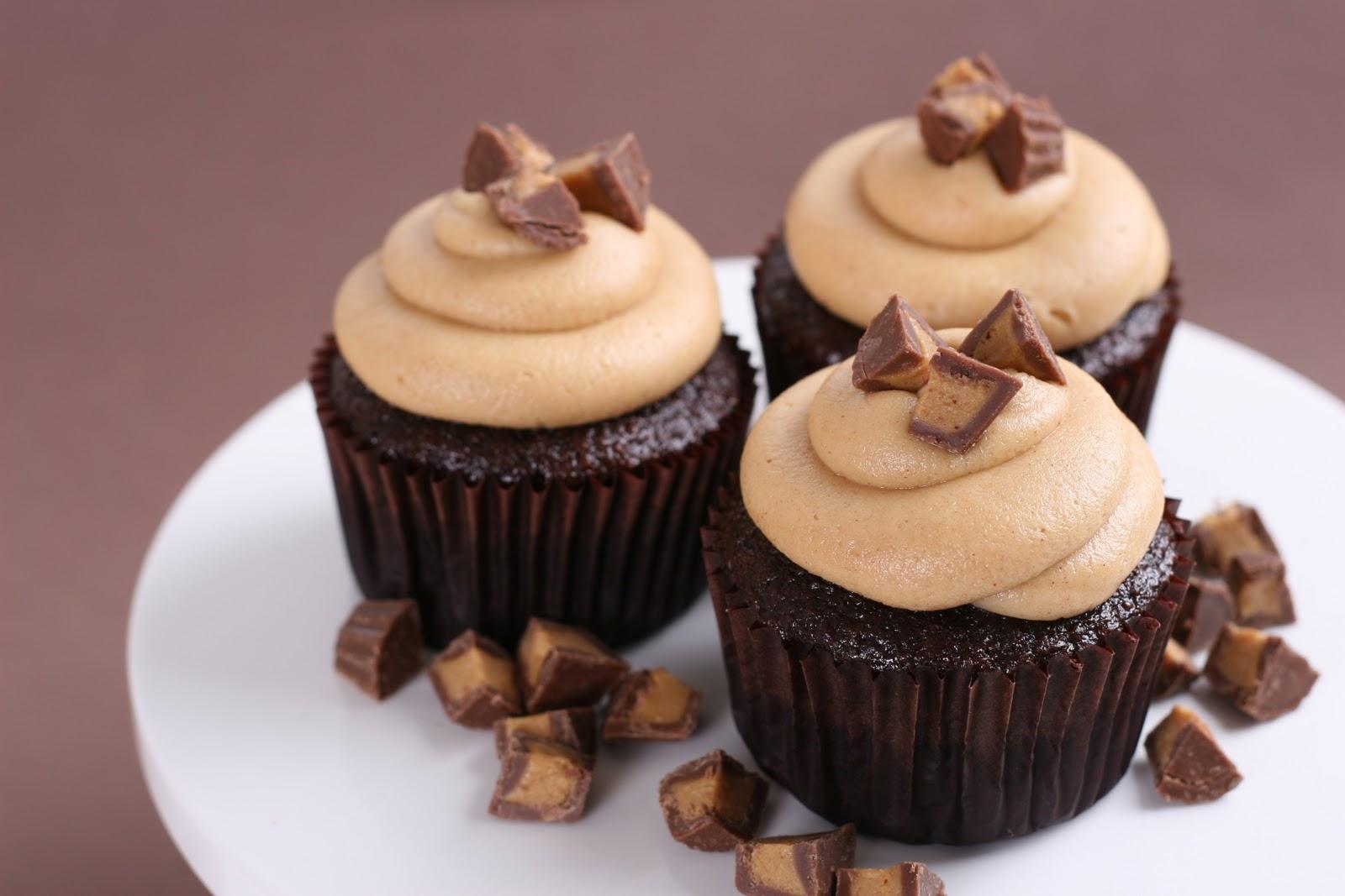 Chocolate Peanut Butter Cupcakes {Recipe}