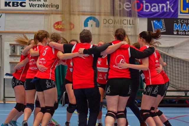 vreugde bij Bevo na het behalen van een finaleplaats in de Vlaamse volleybalbeker
