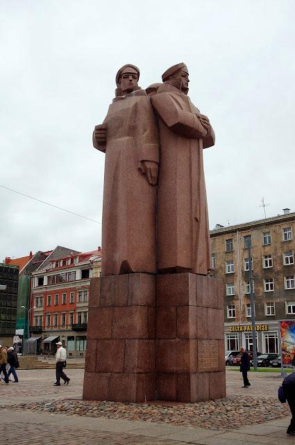 Qué ver en Riga. Monumento a los fusileros letones