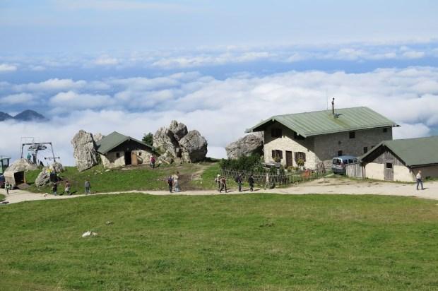 Das Gipfelplateau - über den Wolken - ist erreicht