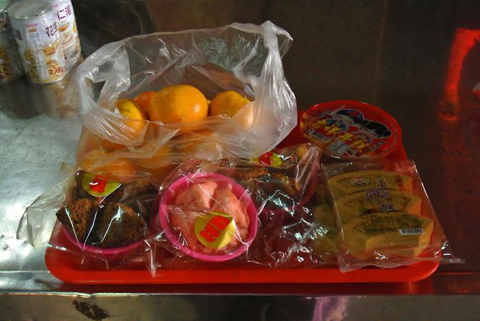 ofrendas en un templo de taiwan