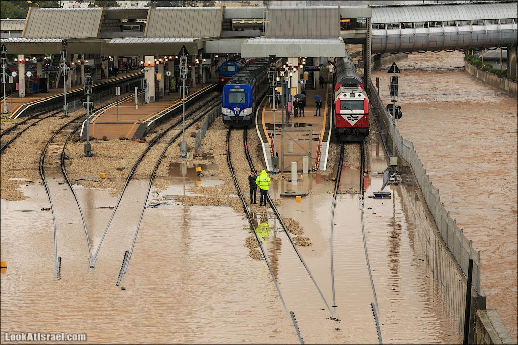 Река Аялон затопила и парализовала Тель Авив