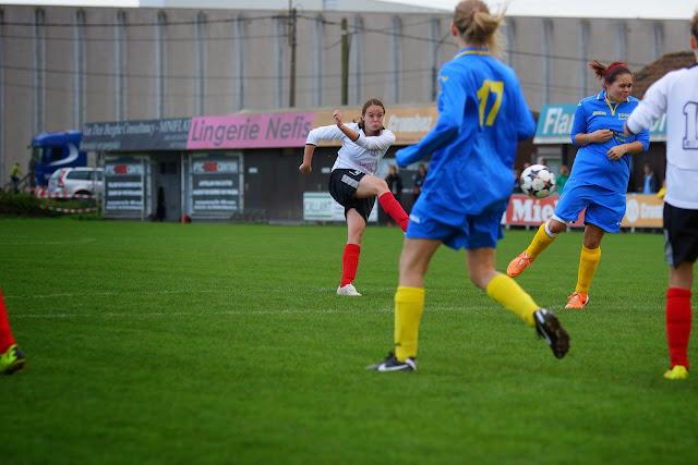 afstandsschot van Christine Buijsse, doelpunt nummer 4