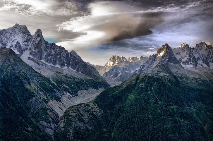 Tour du Mont Blanc (25 Best Hikes in the World).