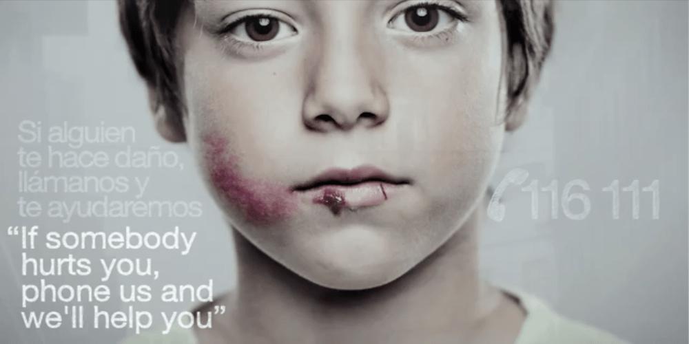 *身高視差只有孩童才看見的求救訊息:ANAR Foundation 西班牙家暴廣告! 1
