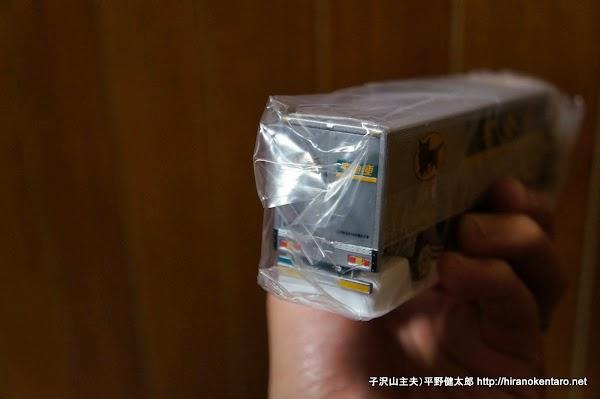 クロネコヤマトミニカー・10tトラック後(ビニール入り)