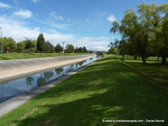 Río Torca pasando por el cementerio Jardines de la Paz