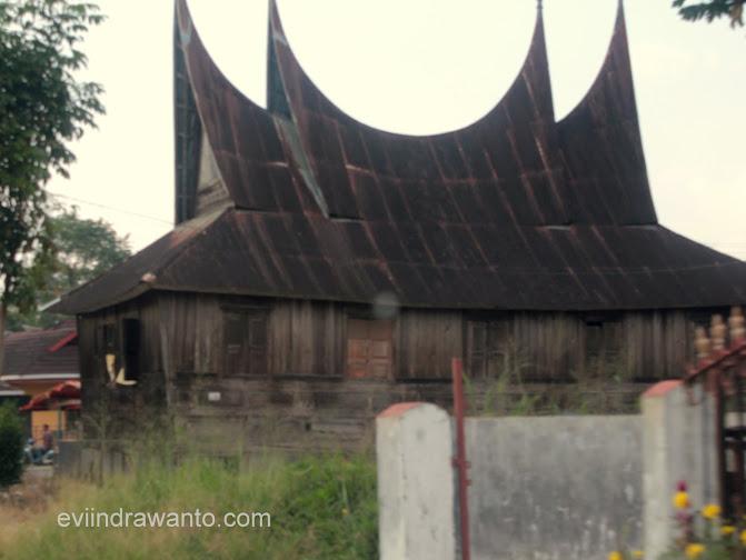 rumah-rumah yang ditinggalkan