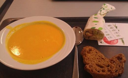 Bild vom Mittagessen - Suppe und Wrap