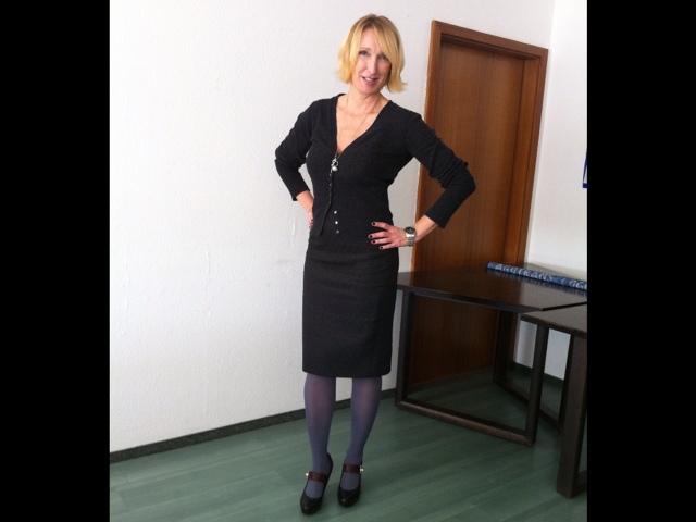 Office Style - Cardigan und Rock