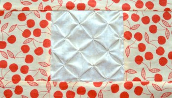 È una tecnica molto usata per realizzare dei quilt, che sono trapunte il cui top (parte superiore) è composto dal. Block 1 Pin Tucks Textured Quilt Sampler Tutorial Sewn Up