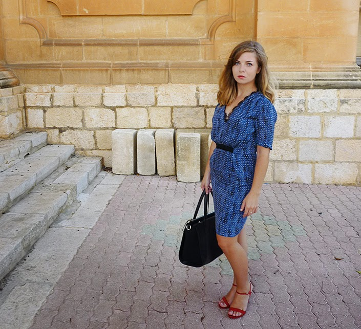 blue dress, red shoes, color block, look idea, outfit inspiration