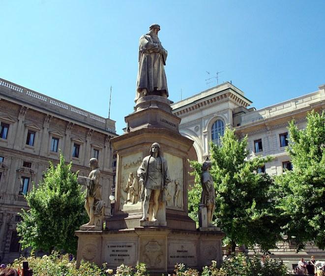 Piazza della Scala, Milán, Leonardo da Vinci