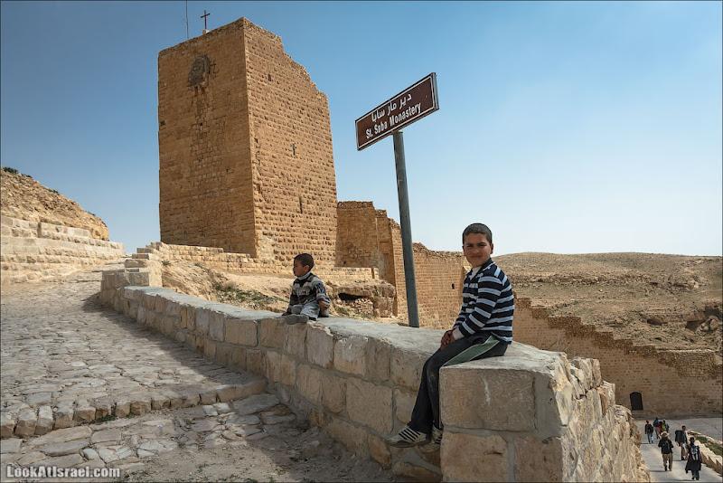 Такие разные люди / Дети живущие в пустыне
