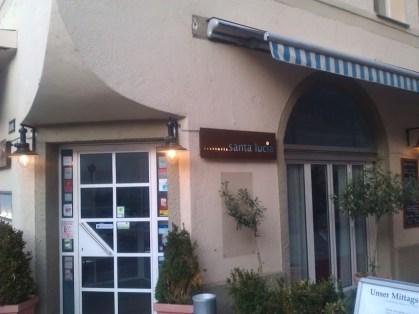 So sieht der Eingang des Santa Lucia von draussen aus