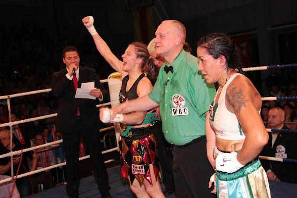 Delfine Persoon wint de WBC titel