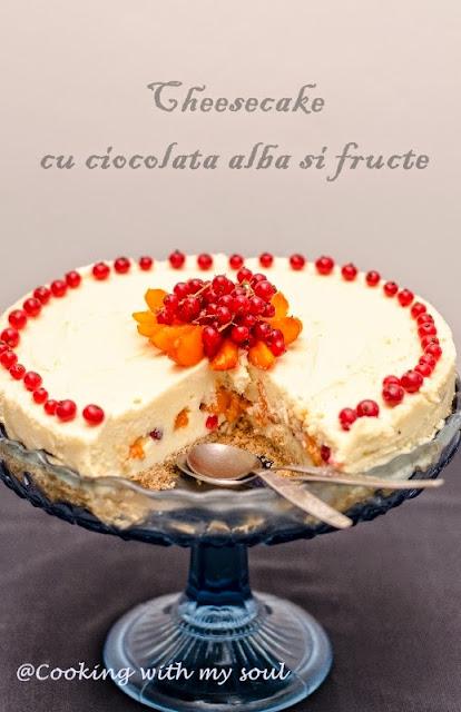 Cheesecake cu ciocolata alba si fructe