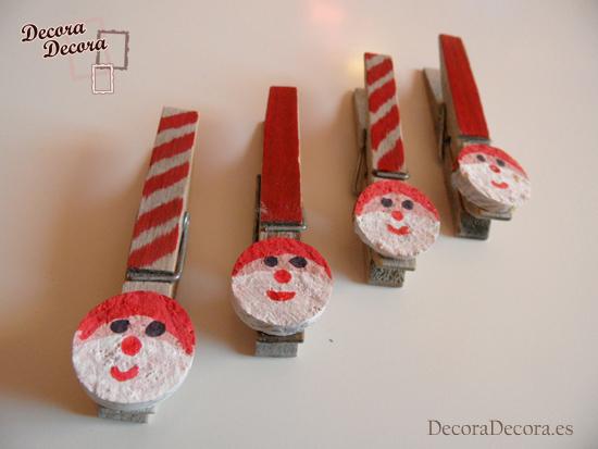 Pinzas de madera y un tapón de corcho como decoración navideña