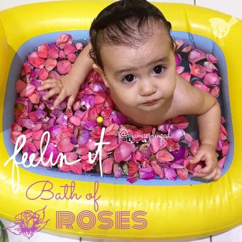 Banho de pétalas em bebês