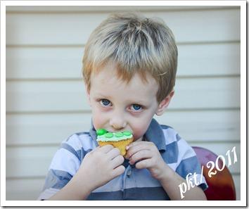 DSC_6604Alec-eating-cupcake