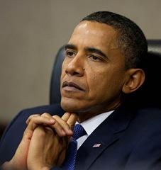 Obama apenas um ator em meio ao grande plano.