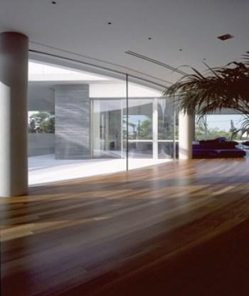 Muros de cristal de una casa moderna