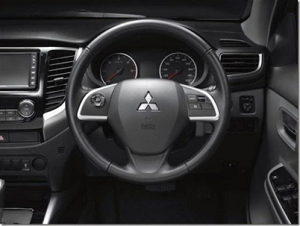 2015-Mitsubishi-Triton-steering-1024x768