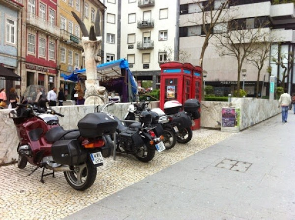 Estacionamento bicicletas rua dos chaos ocupado com motos