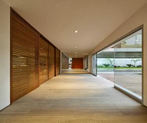 fachada-casa-moderna-Casa-La-Planicie-II-por-Oscar-Gonzalez-Moix-2