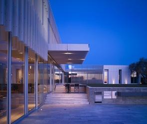Casa minimalista Oberfeld  SPF Arquitectos