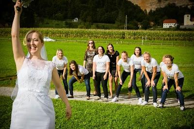 porocni-fotograf-wedding-photographer-poroka-fotografiranje-poroke- slikanje-cena-bled-slovenia-ljubljana-bled-hochzeitsfotografho (122).jpg