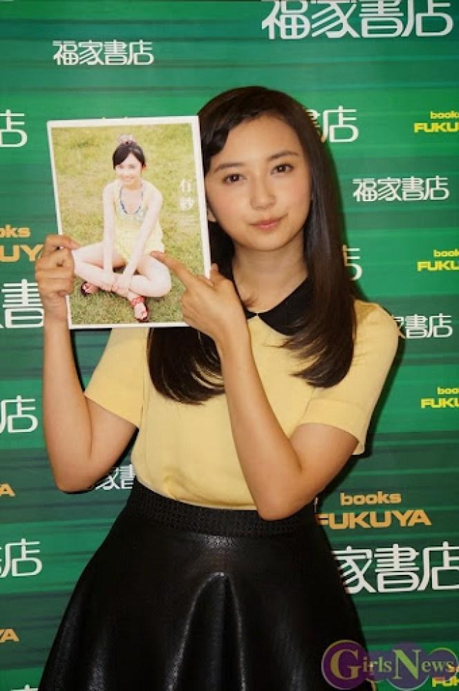 Komiya_Arisa_photobook_release-event_03